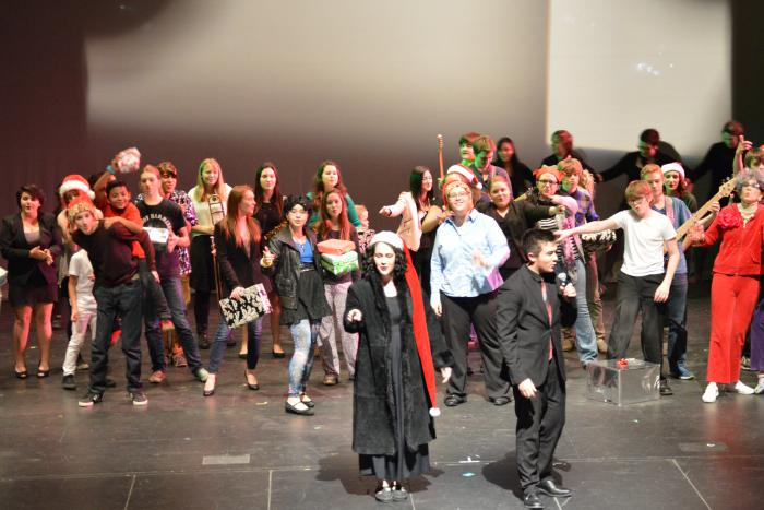 SNL: Junior Sarah Sapadin and Braden Sigua lead the cast and crew in the final curtain call.